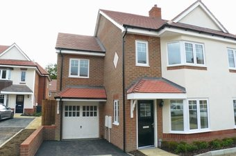 4 Bedroom house To Let, Soprano Way, Hinchley Wood, KT10