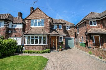 4 Bedroom house Let Agreed, Southwood Gardens, Hinchley Wood, KT10