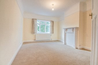 2 Bedroom apartment Let Agreed, The Parade, Claygate, KT10