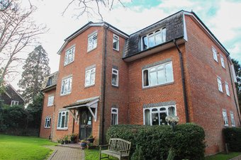 2 Bedroom apartment Let Agreed, The Willows, Albany Crescent, KT10