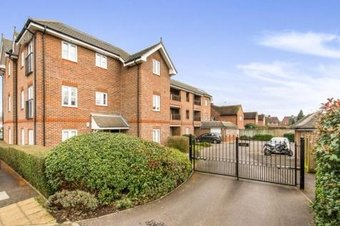 2 Bedroom apartment To Let, Trafalgar Court, KT11