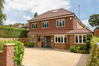 5 Bedroom house To Let, Twinoaks, Cobham, KT11