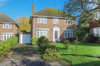 4 Bedroom house Let Agreed, Woodlands Close, Claygate, KT10