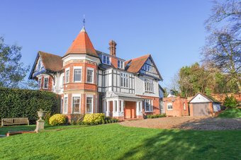 5 Bedroom house Let Agreed, Wrens Hill, Oxshott, KT22