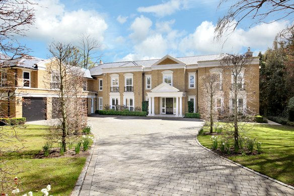 Latest Properties 12 Eaton Park, Cobham Grosvenor Billinghurst