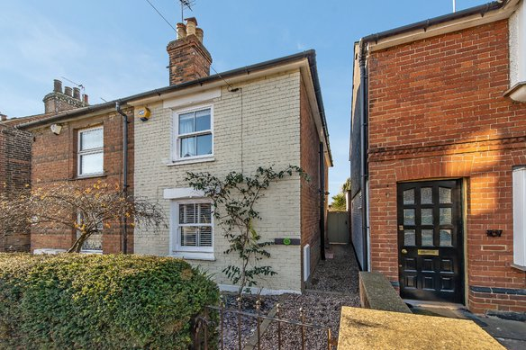 Similar Properties Anyards Road, CobhamGrosvenor Billinghurst