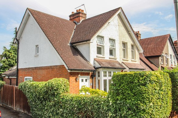 Similar Properties Aston Road, ClaygateGrosvenor Billinghurst