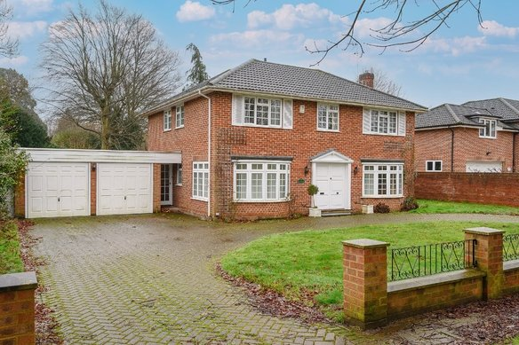 Similar Properties Avenue Road, CobhamGrosvenor Billinghurst