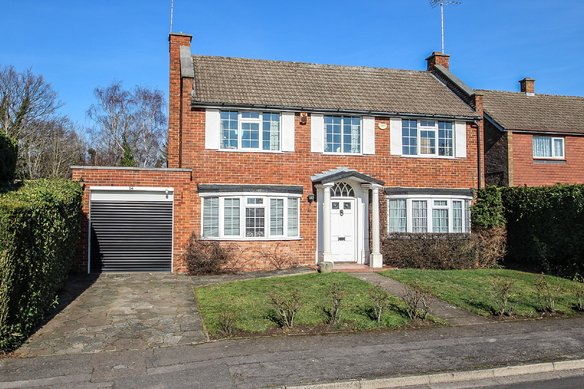 Similar Properties Cavendish Drive, ClaygateGrosvenor Billinghurst
