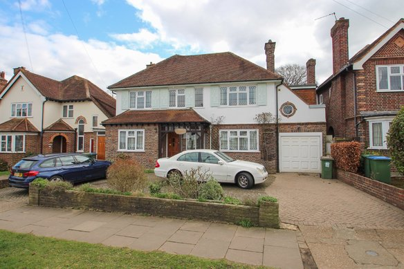 Similar Properties Claygate Lane, Hinchley WoodGrosvenor Billinghurst