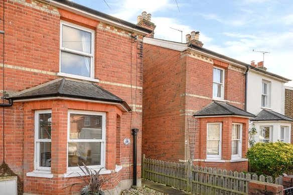 Similar Properties Elm Grove Road, CobhamGrosvenor Billinghurst