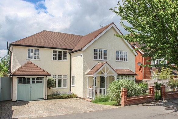 Similar Properties Gordon Road, ClaygateGrosvenor Billinghurst