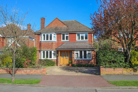 Similar Properties Heathside, Hinchley WoodGrosvenor Billinghurst