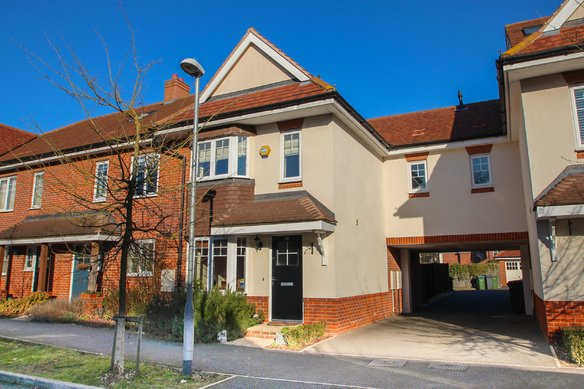 Similar Properties Hengest Avenue, Hinchley WoodGrosvenor Billinghurst