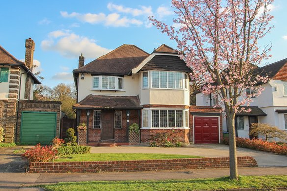 Similar Properties Hinchley Drive, Hinchley WoodGrosvenor Billinghurst