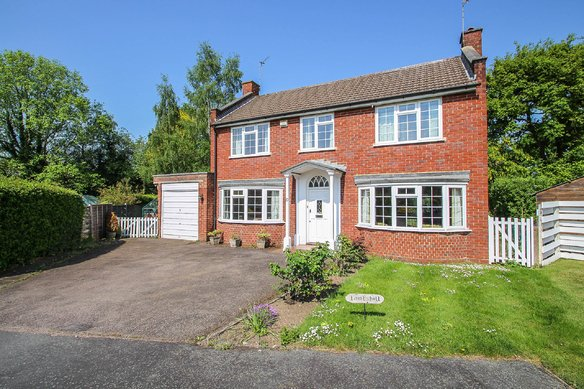 Similar Properties Homestead Gardens, ClaygateGrosvenor Billinghurst