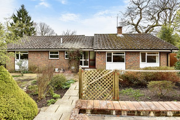 Similar Properties Hook Hill Lane, WokingGrosvenor Billinghurst