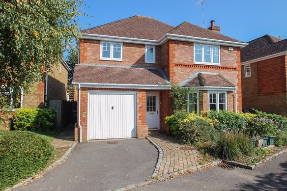 Similar Properties Lane Gardens, ClaygateGrosvenor Billinghurst