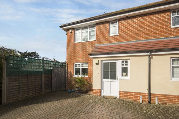 Similar Properties Loxley Close, Grosvenor Billinghurst