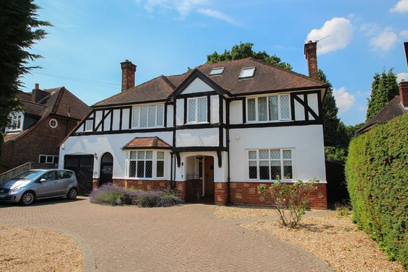 Similar Properties Manor Road North, Hinchley WoodGrosvenor Billinghurst