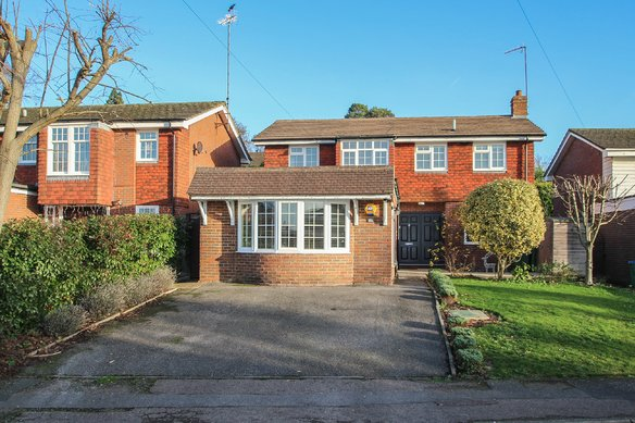 Similar Properties Merrilyn Close, ClaygateGrosvenor Billinghurst