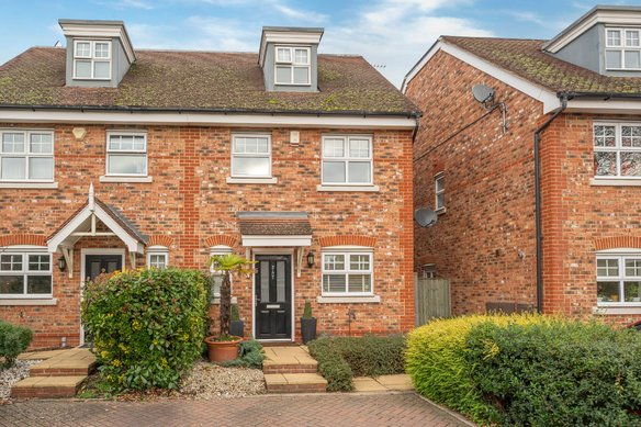 Similar Properties Northfield Farm Mews, CobhamGrosvenor Billinghurst
