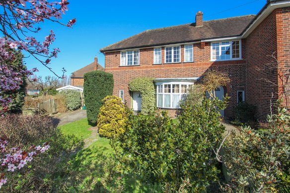 Similar Properties Pound Close, SurbitonGrosvenor Billinghurst