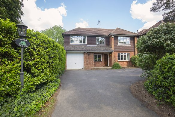 Similar Properties Sandy Drive, CobhamGrosvenor Billinghurst