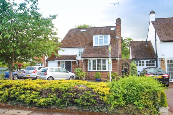 Similar Properties Severn Drive , Hinchley WoodGrosvenor Billinghurst