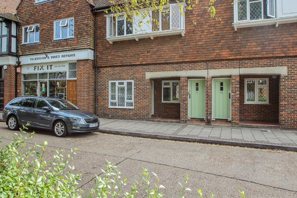 Similar Properties Station Approach, Hinchley WoodGrosvenor Billinghurst