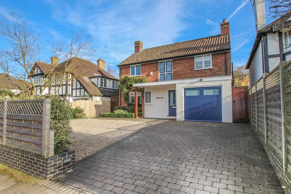 Similar Properties The Causeway, ClaygateGrosvenor Billinghurst