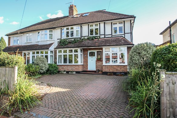 Similar Properties Torrington Road, ClaygateGrosvenor Billinghurst