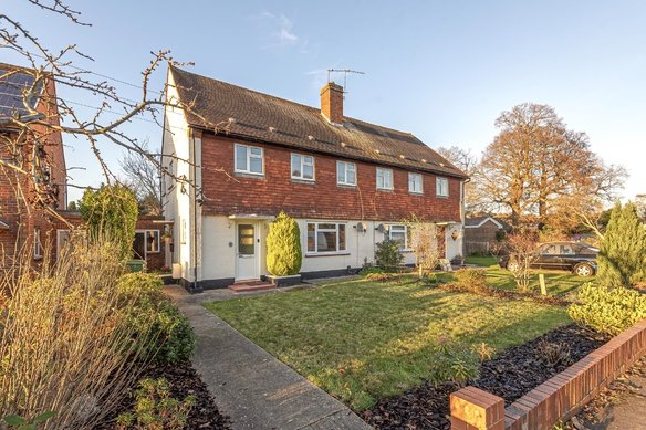 Similar Properties Waverley Road, CobhamGrosvenor Billinghurst