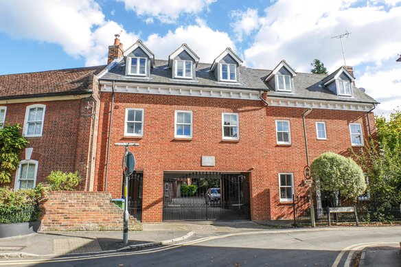 Similar Properties 24a Monument Green, WeybridgeGrosvenor Billinghurst