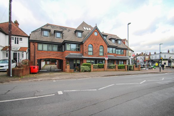 Similar Properties 94 Hare Lane, ClaygateGrosvenor Billinghurst