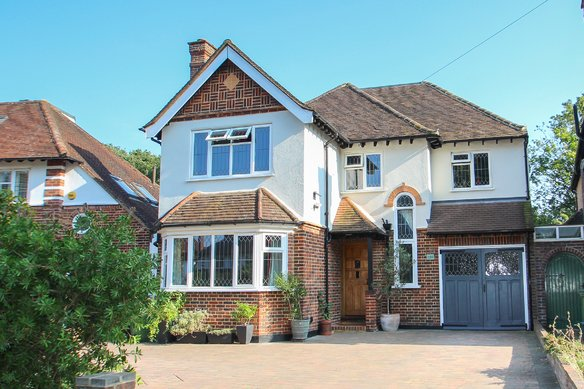 Latest Properties Claygate Lane, Hinchley Wood Grosvenor Billinghurst