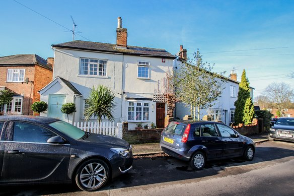 Similar Properties Common Road, ClaygateGrosvenor Billinghurst