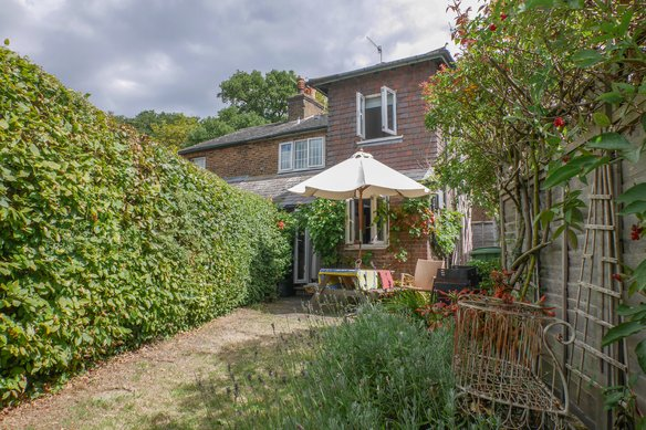 Similar Properties Downside Road, CobhamGrosvenor Billinghurst