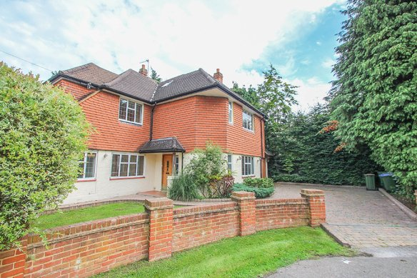 Similar Properties Fairlawn Close, ClaygateGrosvenor Billinghurst