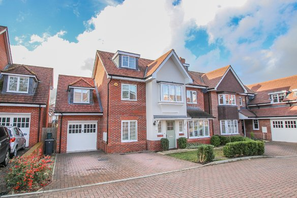 Similar Properties Fairway Close, Hinchley WoodGrosvenor Billinghurst