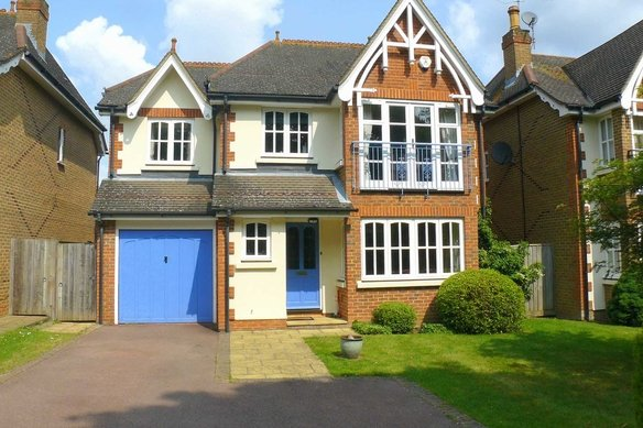 Similar Properties Foley Road, ClaygateGrosvenor Billinghurst