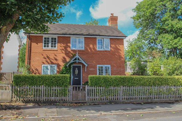 Similar Properties Hare Lane, ClaygateGrosvenor Billinghurst