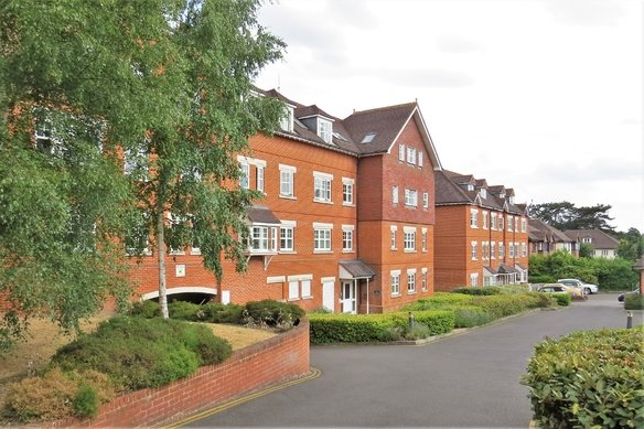 Similar Properties Heathside Road, WokingGrosvenor Billinghurst