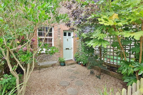 Similar Properties High Street, ClaygateGrosvenor Billinghurst