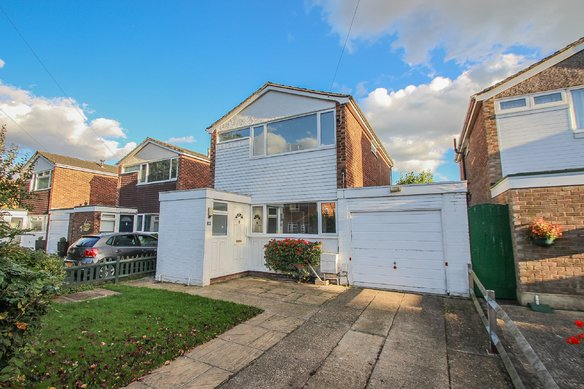Similar Properties Holroyd Road, ClaygateGrosvenor Billinghurst