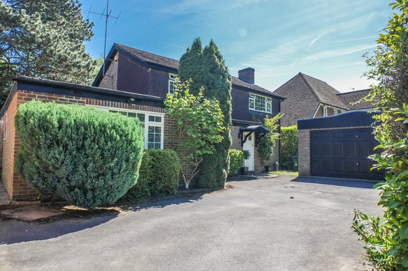 Similar Properties Littleheath Lane, CobhamGrosvenor Billinghurst
