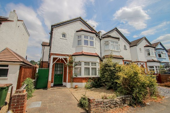 Similar Properties Loseberry Road, ClaygateGrosvenor Billinghurst
