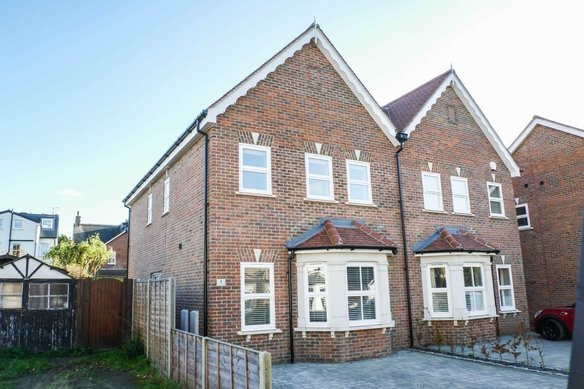 Similar Properties Primrose Cottages, CobhamGrosvenor Billinghurst