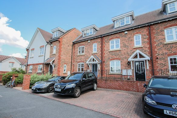 Similar Properties Rythe Close, ClaygateGrosvenor Billinghurst