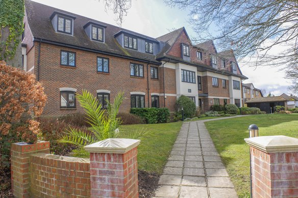 Similar Properties Victoria House, Epsom Road, LeatherheadGrosvenor Billinghurst